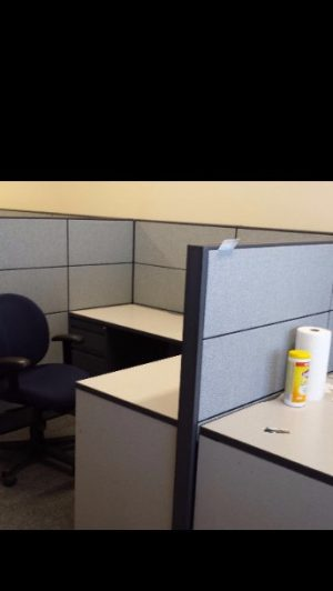 Global Boulevard Evolve 6' x 6' workstations