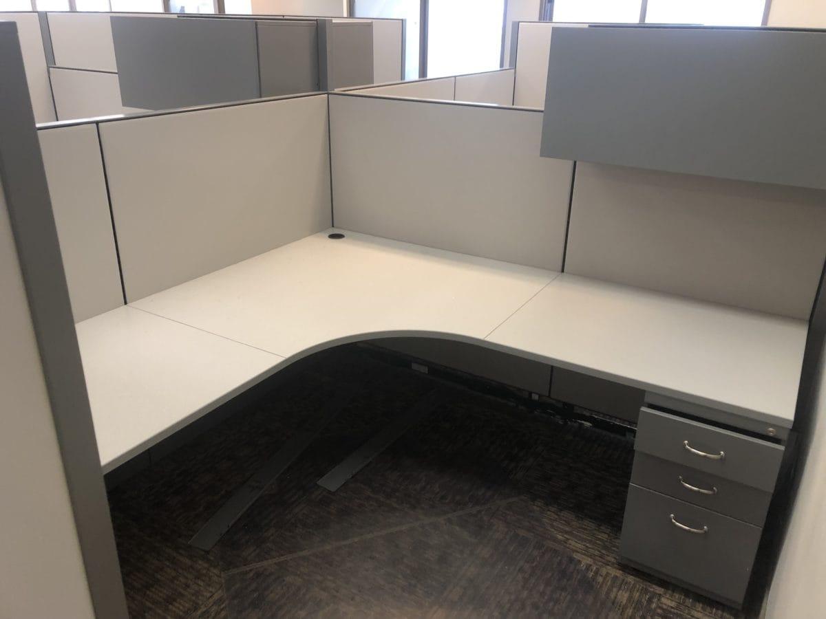Steelcase Kick 7′ x 7′ L-shape Workstation